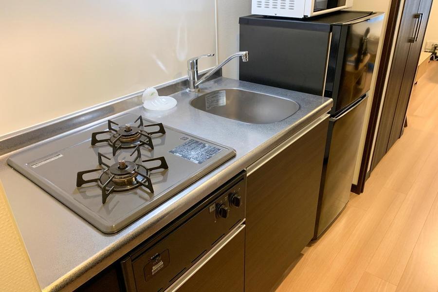 キッチンはコンパクトながら使いやすくまとめられています