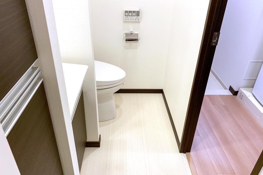お手洗いはシャワートイレ機能搭載