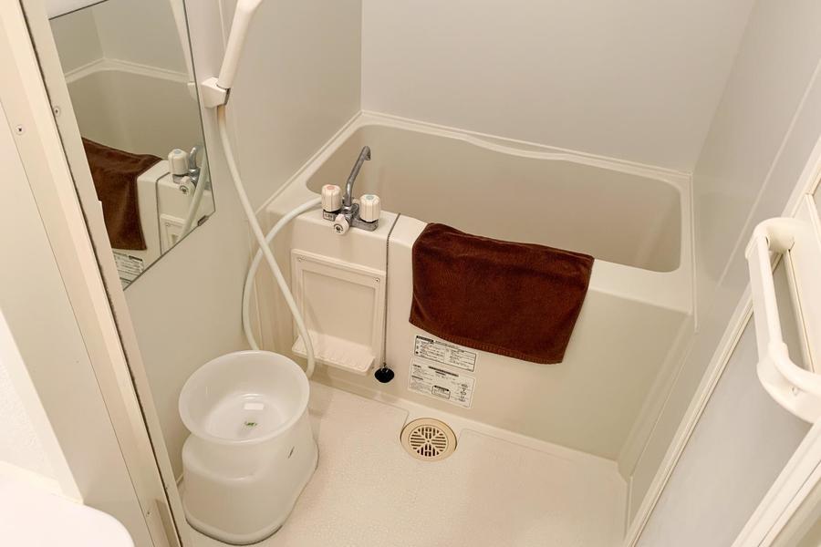 お風呂はコンパクトサイズながら、浴室乾燥機能つきの優れもの