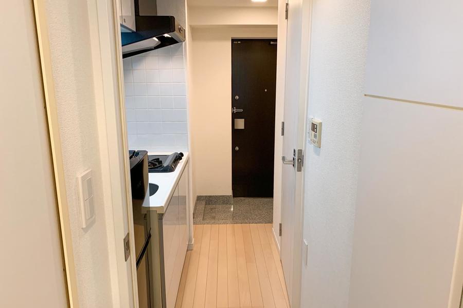 キッチン前の廊下もゆとりを持った広さ