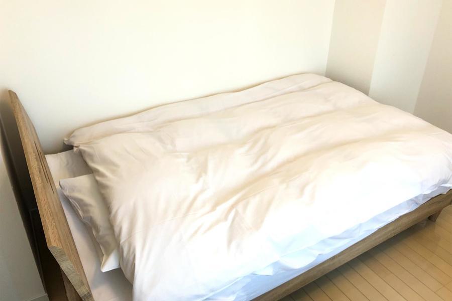 ベッドサイズは手足を伸ばして眠れるセミダブルサイズ