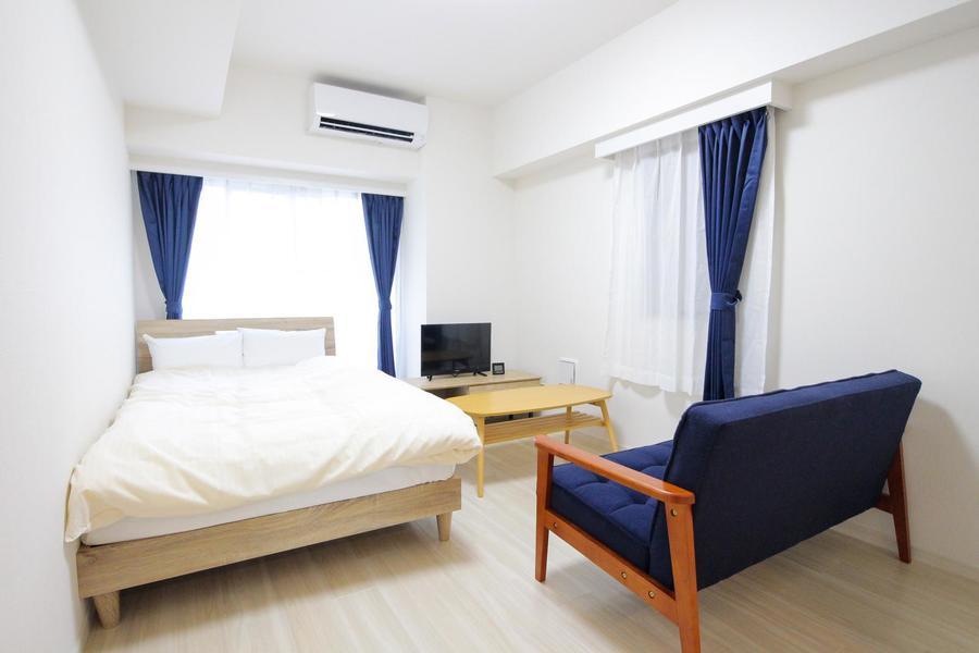 8.2帖のお部屋はベッド、ソファを置いてもゆったりのサイズ