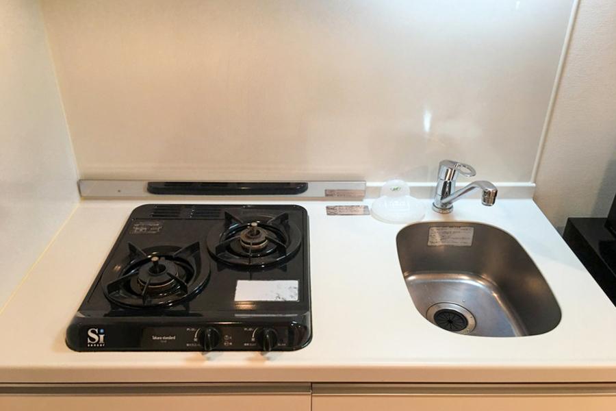 ガスコンロは2口。自炊派の方にもオススメです
