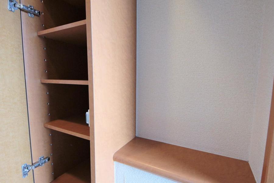 入り口には鍵を置いておくスペースとシューズボックスがあります!