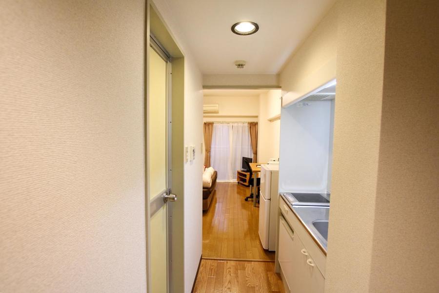扉のないワンルームタイプは広々と開放感があります