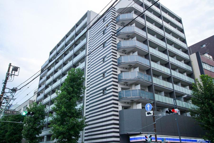 最寄り駅は伊勢佐木長者町。1階にはコンビニがあり生活にも便利!