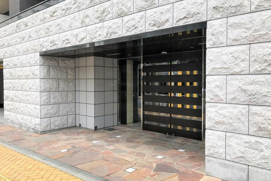 日の出町、桜木町駅ともに徒歩圏内。横浜エリアでのビジネスに最適です
