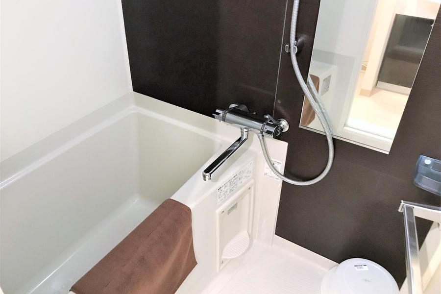 バスルームは浴室乾燥機つき。雨や花粉を気にせずお洗濯OK!