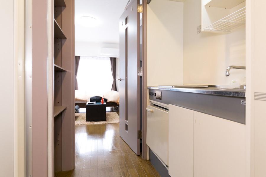 お部屋のフローリングは廊下から玄関まで続き、統一感があります
