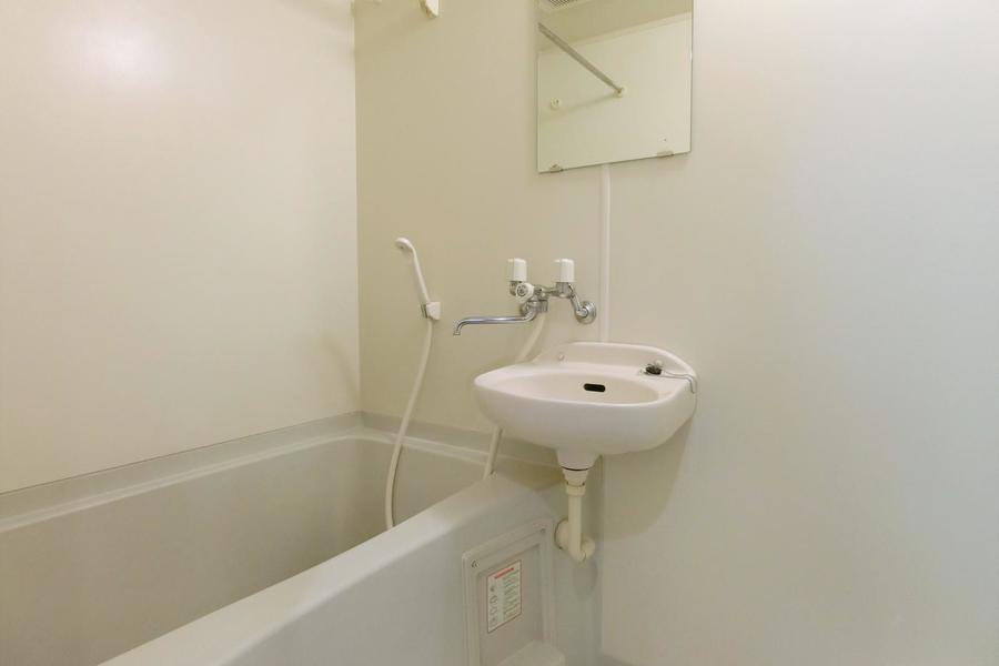 浴室乾燥機付きのお風呂場。お湯に浸かって日頃の疲れを癒やしてください☆