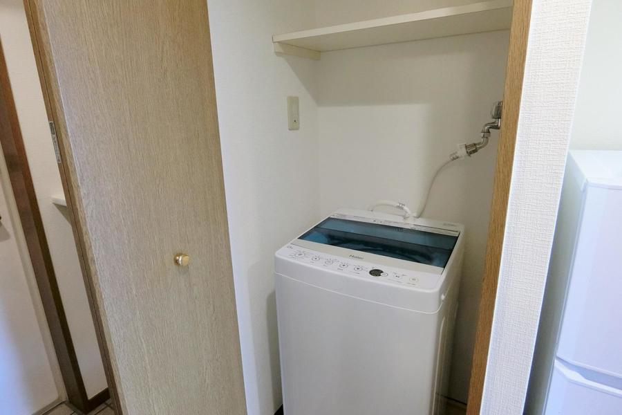 廊下に扉を開けると洗濯機スペースが!!