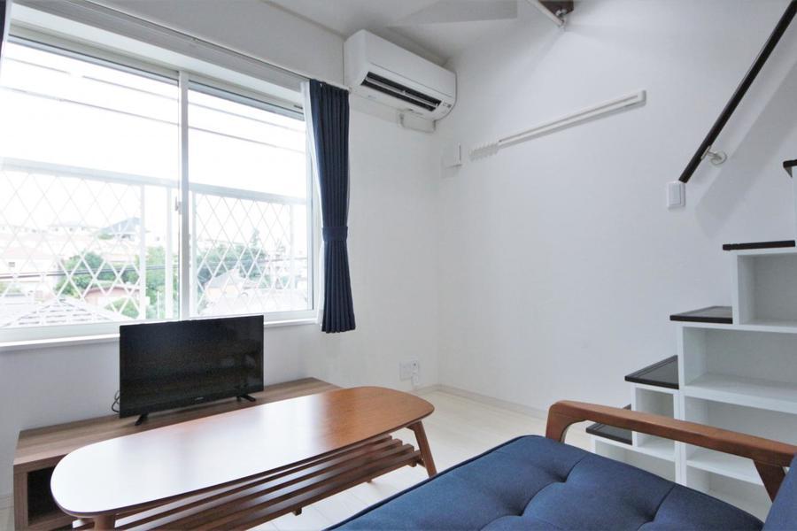 ソファやテレビ台など使いやすい位置にセッティングしています。