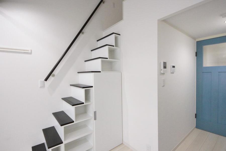 ロフトに続き階段は全て収納スペースになっております☆