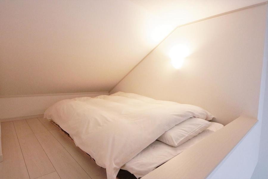 3帖のロフトにぐっすり寝れるゼミダブル床置きベッド♪