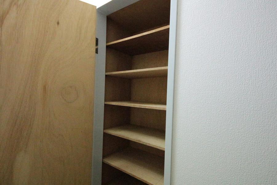 玄関先にはたっぷりと収納できるシューズボックス。