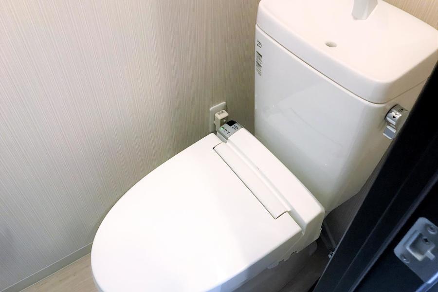 お手洗いはシャワートイレタイプ。人気の高い設備です