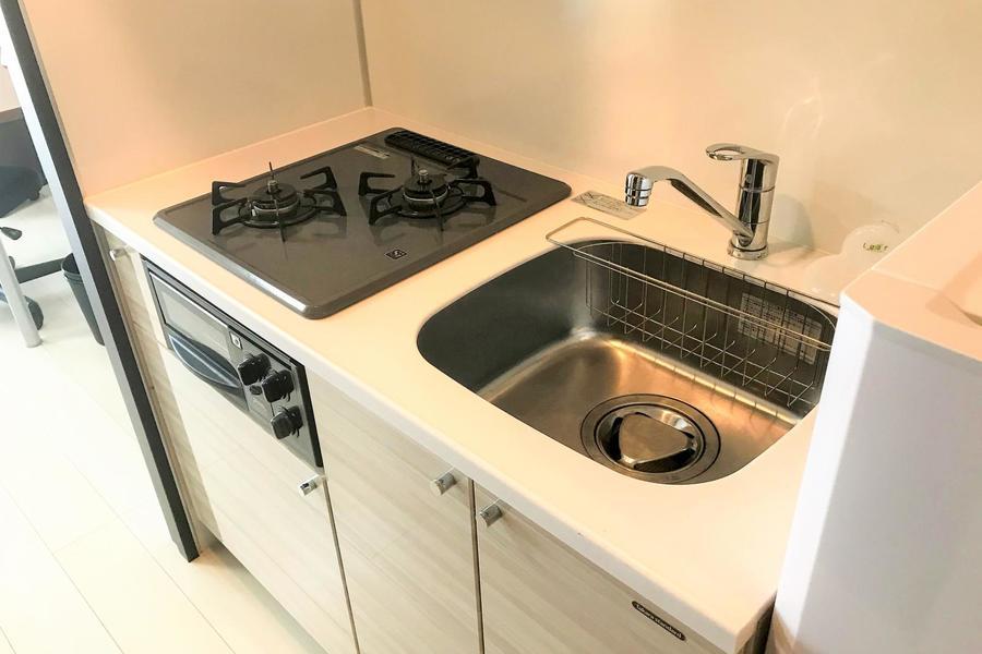 大きめシンクが特徴のキッチン。ガスコンロは2口設置です
