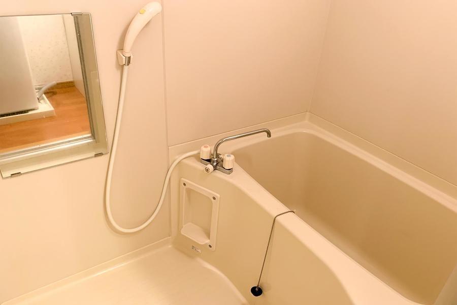 浴室は洗い場もしっかり確保。浴室乾燥機もついたすぐれものです