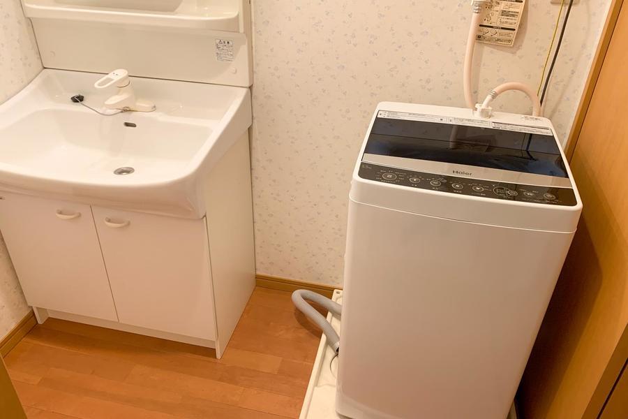 洗面台はシャンプードレッサータイプ。洗濯機も室内置きで安心安全!