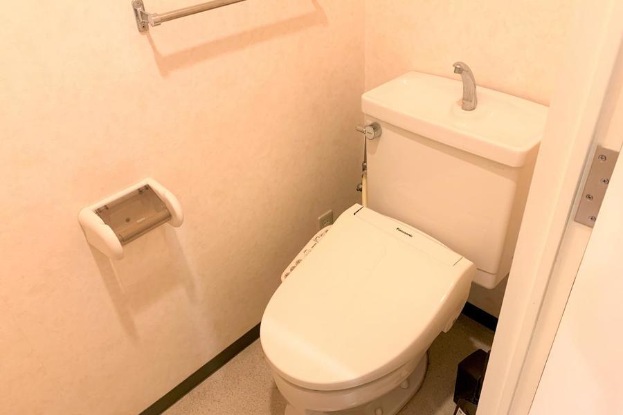 お手洗いは衛生面でも安心のセパレート式