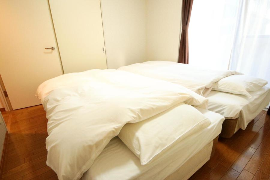 離してのご利用はもちろん、くっつけて大型ベッドとしてのご利用もオススメです