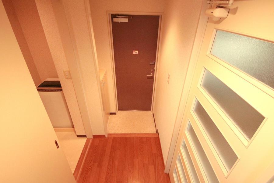 玄関にはシューズボックスを設置。散らかりがちな靴もスッキリ収納