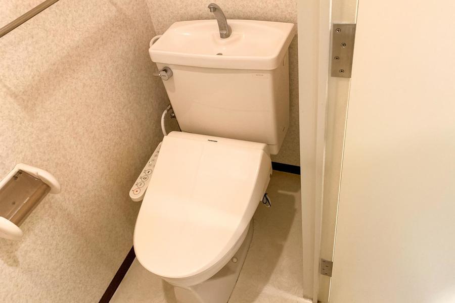 お手洗いは人気の高いシャワートイレタイプ