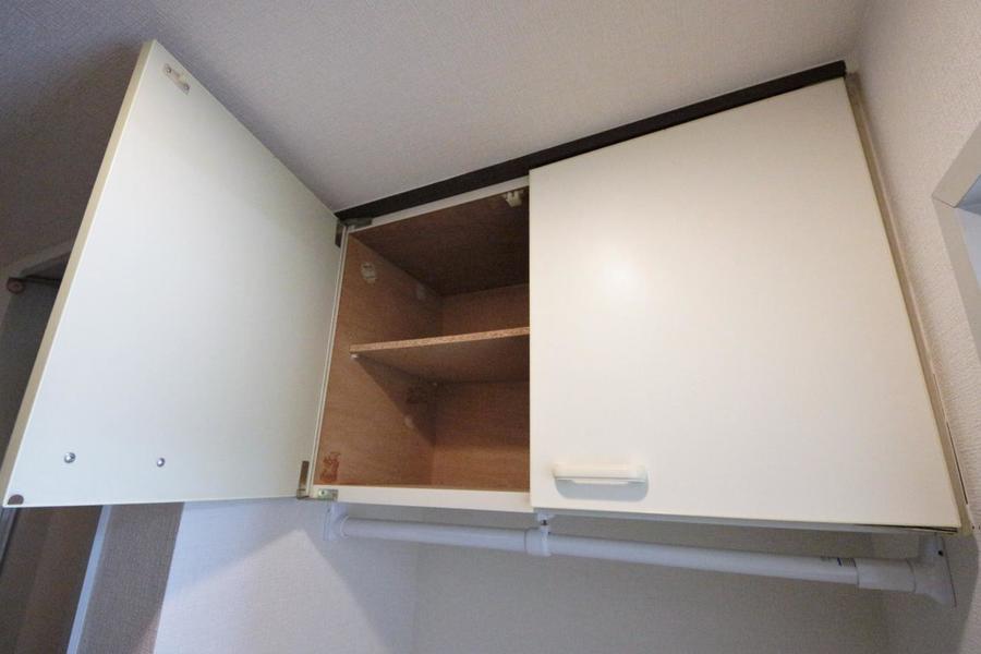 洗濯機上の収納スペースもたっぷりあります。