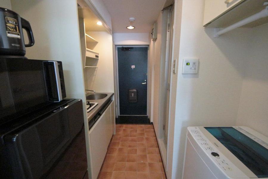 廊下をまっすぐ進むとお部屋です。
