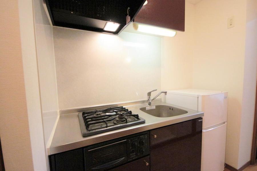 キッチンは上下に収納スペースがあります♪