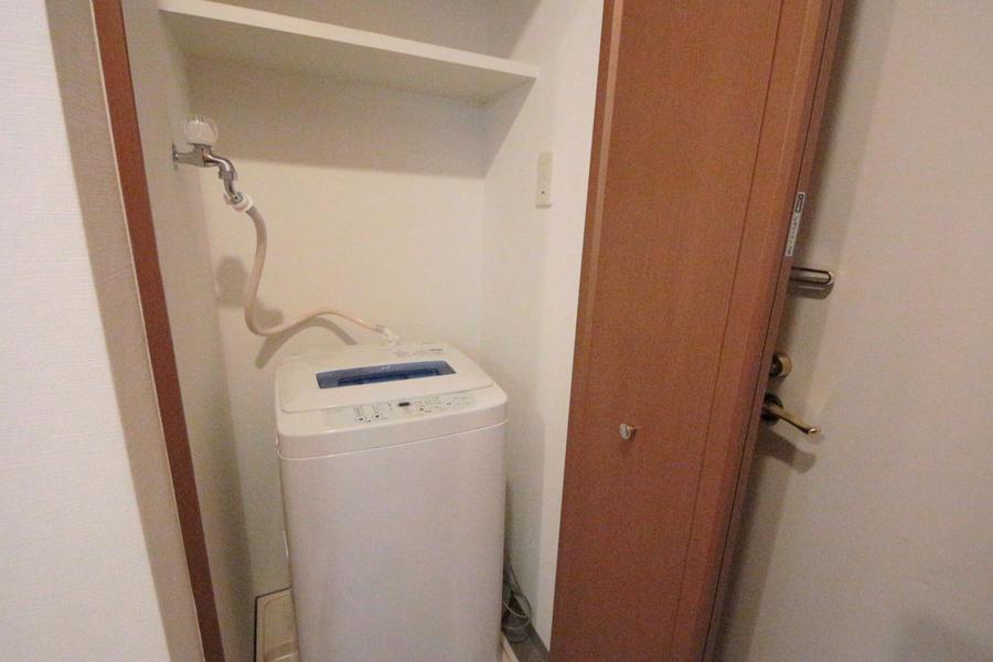 廊下にある洗濯機は扉で隠すことができます!