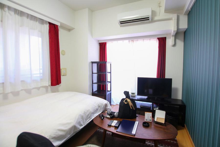 お部屋は人気の高い角部屋。広すぎず狭すぎずの7帖です