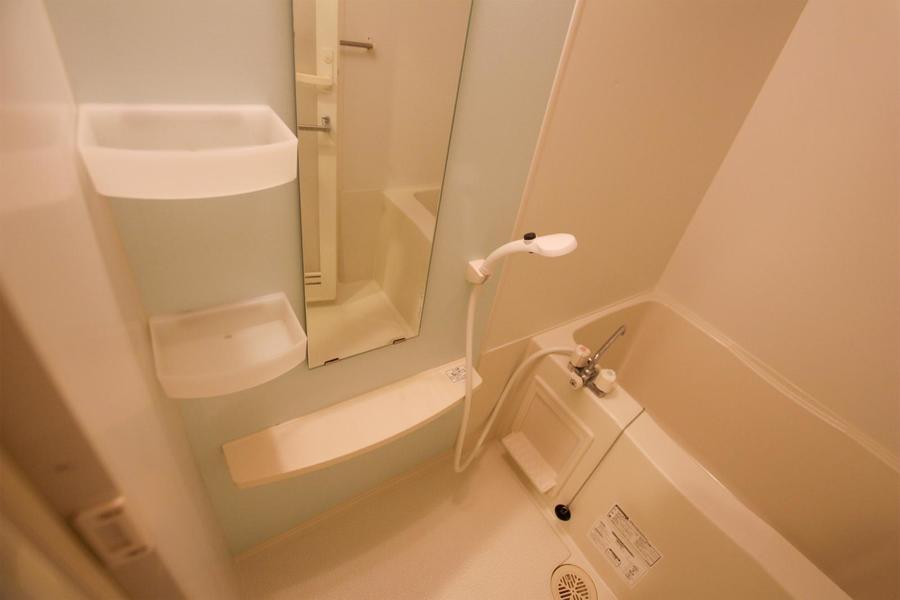 清潔感漂うバスルーム。浴室乾燥機能搭載です