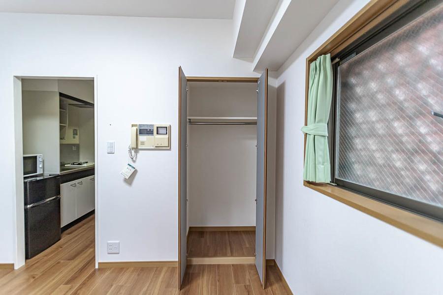 収納スペースは奥に広くてスリムなタイプです。