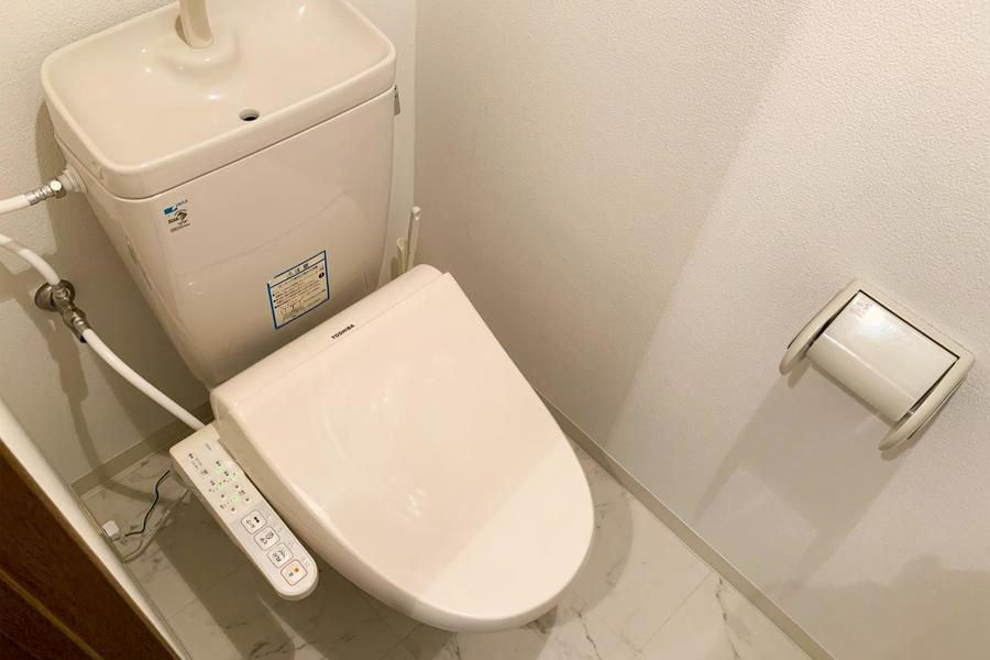 お手洗いはセパレート式。お客様からのご要望も多いシャワートイレタイプです