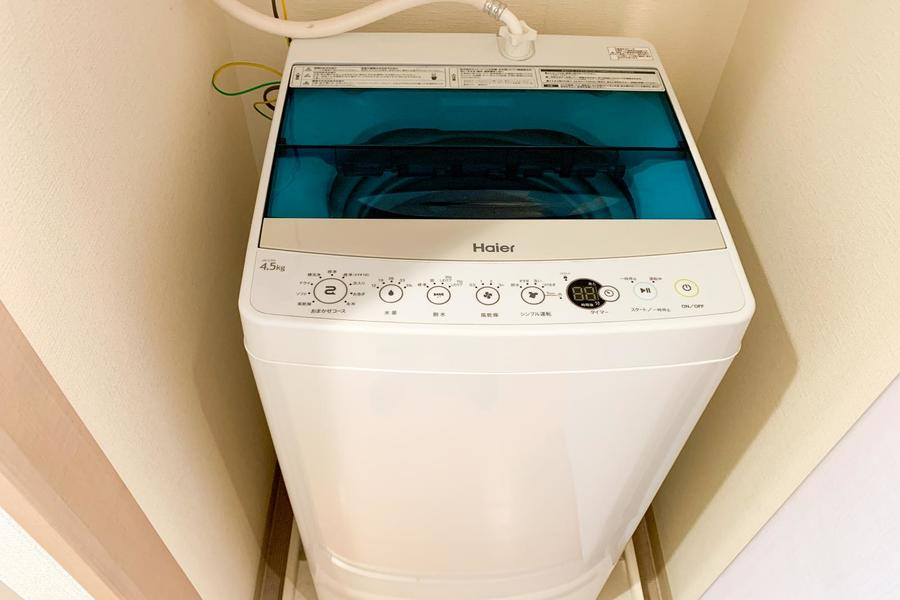 洗濯機置場は扉付き。未使用時は目隠しをすることですっきりとした見た目に