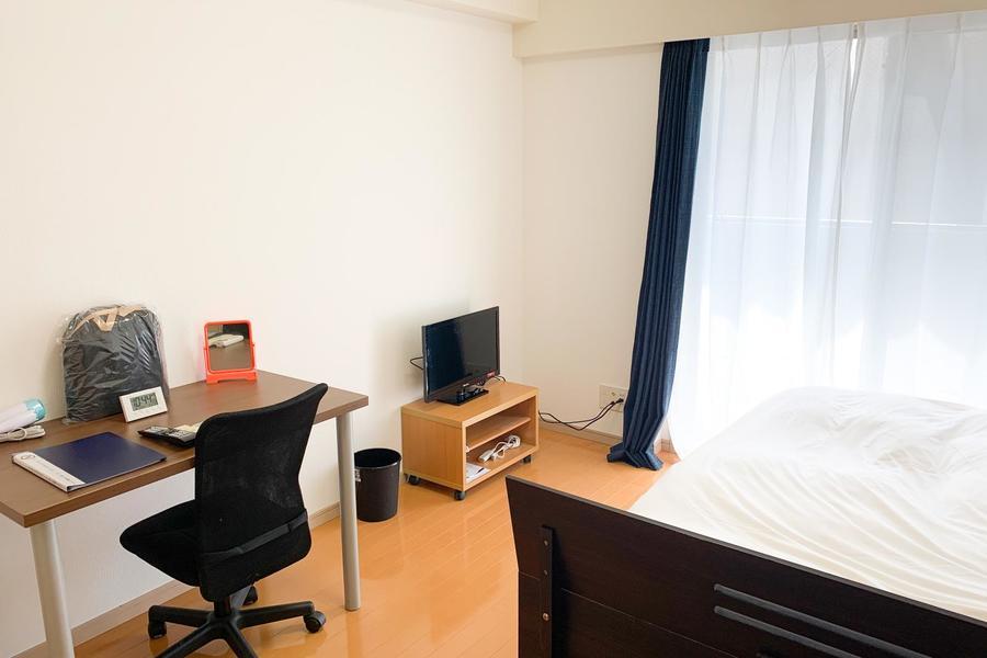フローリング貼りのお部屋は6.6帖。お一人で過ごされるには十分な広さ