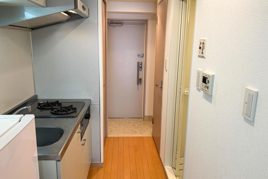 狭くなりがちなキッチン前のスペースも広く取られています