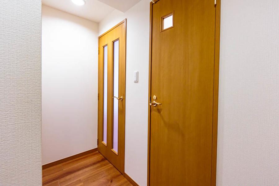 玄関入ると全てドアで仕切られています!