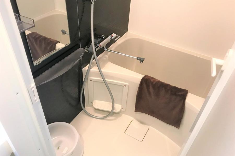 カラーパネルがアクセントに。便利な浴室乾燥機能付き