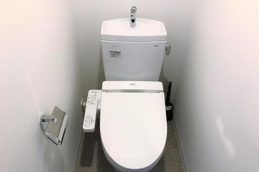 お手洗いは人気のバス・トイレセパレート式です