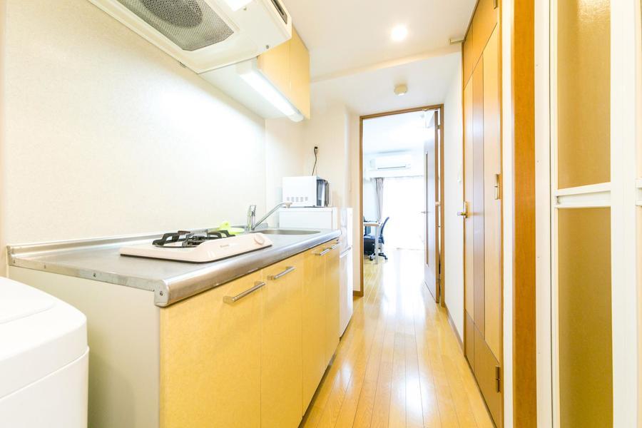 作業スペースも取られたキッチン。一口ガスコンロを搭載