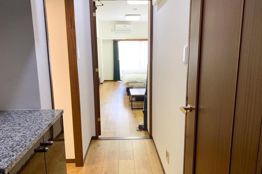 廊下面は室内と同じフローリング材を採用することで統一感をアップ