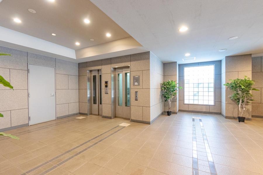 一階の共用部は広くて、明るい空間となってます。