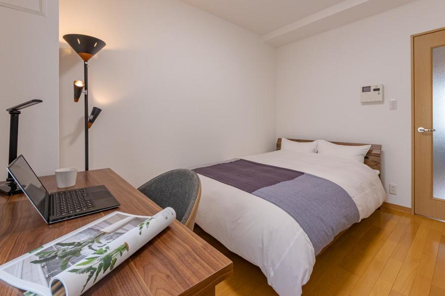 【Bタイプ】ぐっすり寝れるダブルサイズの大きなベッドです。