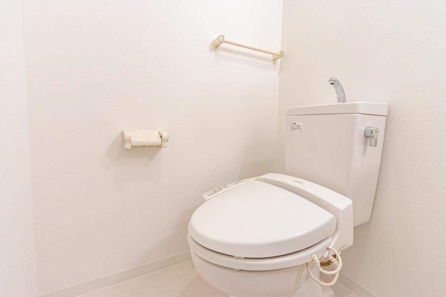 人気の温水洗浄便座付きトイレです。