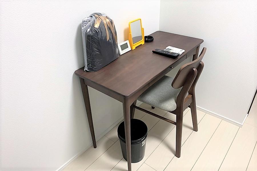 【※写真と家具が異なります】デスクはお食事や作業スペース等に