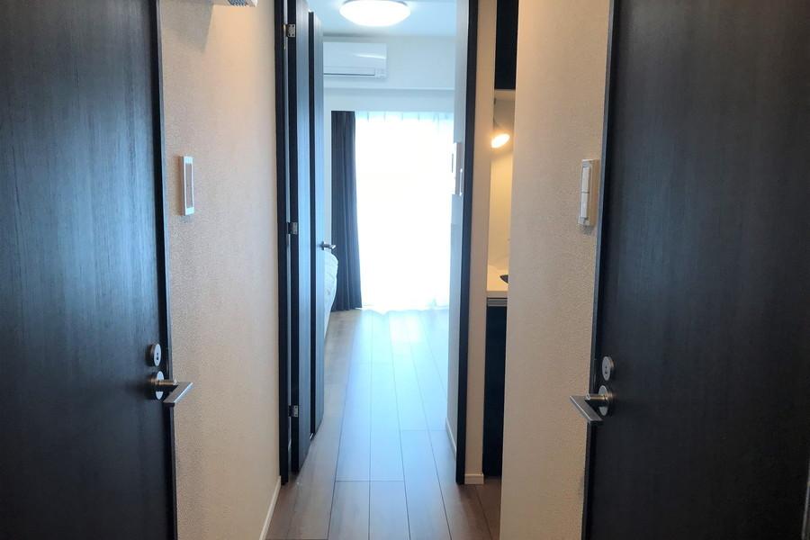 廊下と部屋の間には扉を配しプライベート空間を確保できます