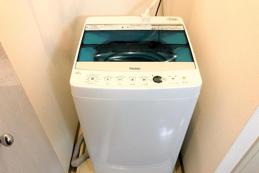 洗濯機置き場は扉つき。未使用時は隠せて見た目もすっきり