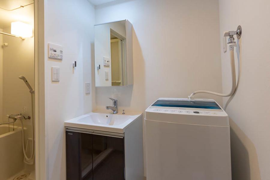 独立洗面台も光が明るく、女性にもおすすめです。